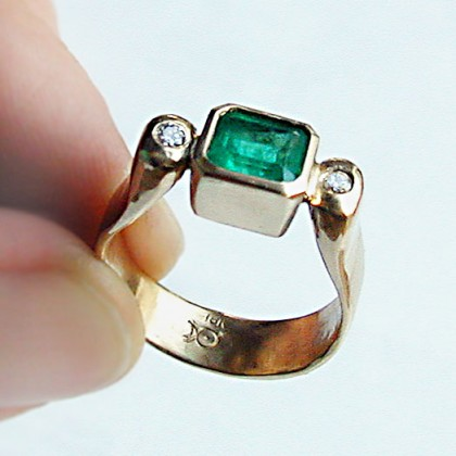 18k yellow gold ring, emerald & diamond
